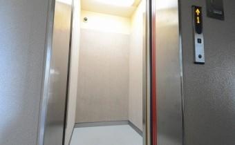 エレベーターがあるので重い荷物も楽々♪