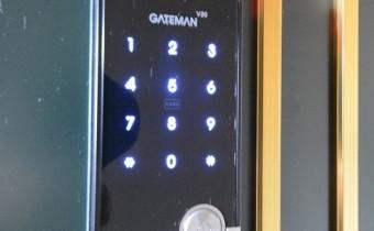 テンキー操作のデジタルドアロック