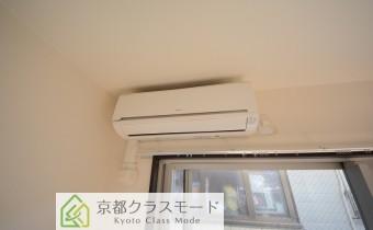エアコンは各部屋にあるので快適です♪