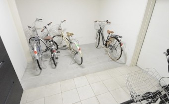 駐輪スペースはマンション内にあるので安心♪