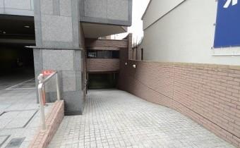 敷地内ガレージ入り口