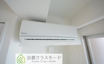 こちらのお部屋にもエアコンが付いています!