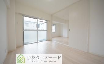 「白」を基調とした美しい室内♪設備も生まれ変わったお部屋です!
