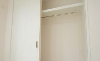 洋室5.7帖のクローゼット