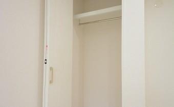 洋室5.6帖のクローゼット