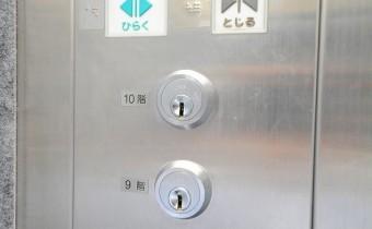 こちらのお部屋は鍵がないと動かない高セキュリティタイプです。