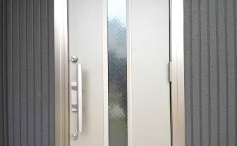 玄関ドア ※室内写真は別号地のものです。