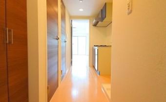 玄関 ※室内写真は同マンション内・別タイプのお部屋になります。