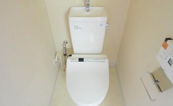 ウォシュレットトイレ ※室内写真は同マンション内の301号室のものです。