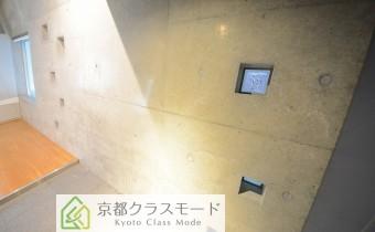 コンクリート打ち放しです♪ ※室内写真は同マンション内のC号室のものです。