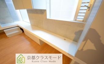 多目的に使えるスペース ※室内写真は同マンション内のC号室のものです。