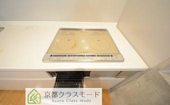 3口IHキッチン(グリル付き) ※室内写真は同マンション内のC号室のものです。