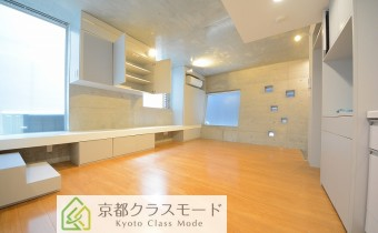 リビング ※室内写真は同マンション内のC号室のものです。