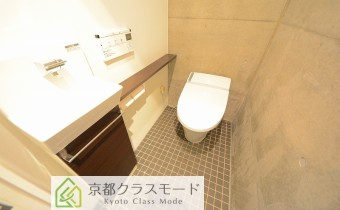 ウォシュレットトイレ ※室内写真は同マンション内のC号室のものです。