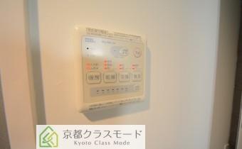 浴室乾燥機コントローラー ※室内写真は同マンション内のC号室のものです。