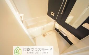バスルーム ※室内写真は同マンション内のC号室のものです。
