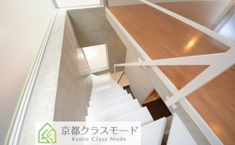 階段 ※室内写真は同マンション内のC号室のものです。
