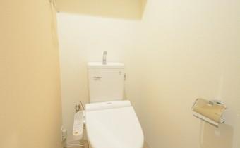 ウォシュレットトイレ ※室内写真は403号室の写真です。