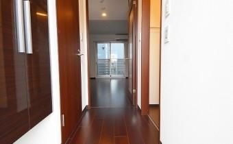 玄関 ※室内写真は403号室の写真です。