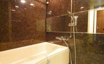 バスルーム ※室内写真は403号室の写真です。