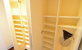 シューズBOX ※同マンション内の別のお部屋のものです。参考としてご覧ください。