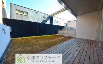 専用テラス・東側 ※ご入居前に新しい芝生が植えられます