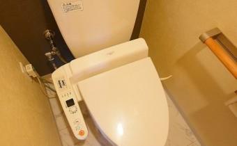 ウォシュレットトイレ ※室内写真は同マンション内の606号室のものです。