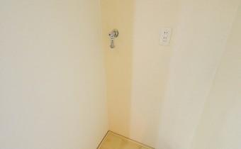 洗濯機置場 ※室内写真は同マンション内の606号室のものです。