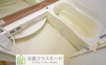 バスルーム ※室内写真は同マンション内の606号室のものです。