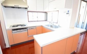 システムキッチン ※室内写真は同マンション内の606号室のものです。