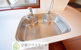 シャワー水柱&浄水器付き ※室内写真は同マンション内の606号室のものです。