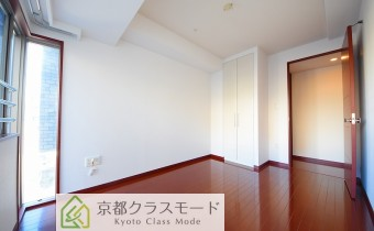 ※室内写真は同マンション内の606号室のものです。