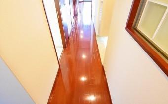 廊下 ※室内写真は同マンション内の606号室のものです。