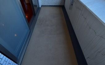 バルコニー ※室内写真は同マンション内の606号室のものです。
