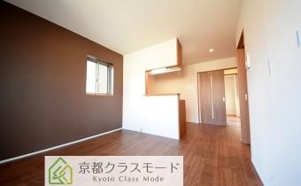 シックな室内空間♪カウンターキッチンタイプの使い勝手の良いリビングです!