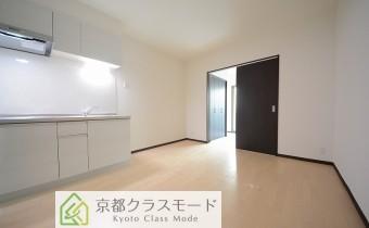 白ベースの明るい室内空間♪2人暮らしも可能です!