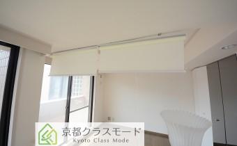 洋室のロールカーテン