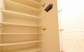 シューズBOX ※室内写真は208号室のものです。