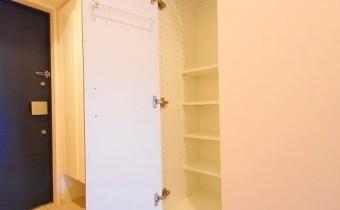 玄関横の収納 ※室内写真は208号室のものです。