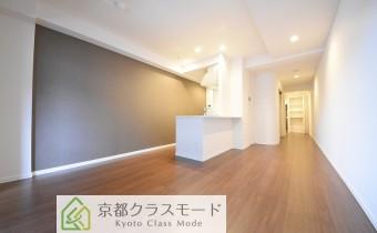 アクセントクロス施工のシックな室内空間♪カウンターキッチンタイプ!