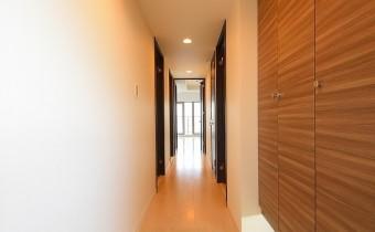 玄関 ※室内写真は同マンション内の別のお部屋のものです。参考にご覧ください。