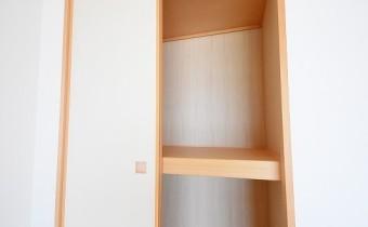 押入 ※室内写真は同マンション内の別のお部屋のものです。参考にご覧ください。