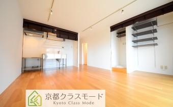 室内はお洒落にリノベーション済み♪好きな間接照明を追加設置できます。