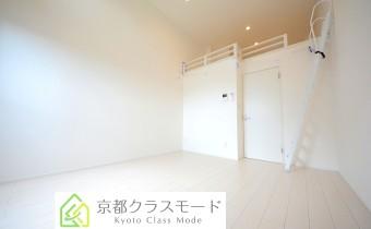 「ロフト付き」で天井が高く開放感のある室内環境♪「南向き」!