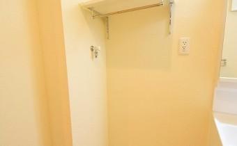 洗濯機置場 収納スペースもあります*