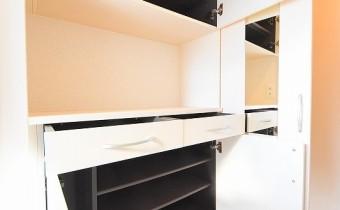 シューズBOX ※この写真は同マンション206号室のものです