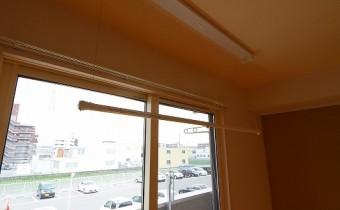 室内干用のバー ※この写真は同マンション206号室のものです