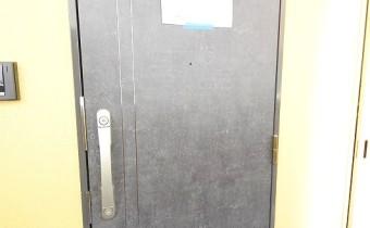 玄関ドア ※室内写真は同シリーズのものです。参考にご覧ください