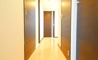 玄関 ※室内写真は同シリーズのものです。参考にご覧ください