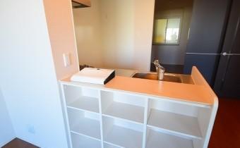 キッチンカウンターの下は収納スペースです♪
